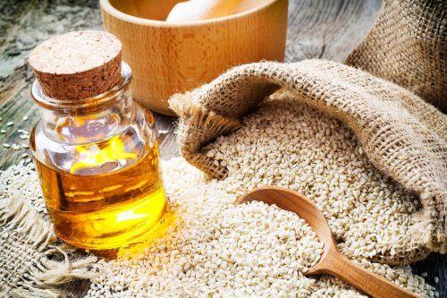 Remedii naturiste pentru țiuitul în urechi cu ulei de susan