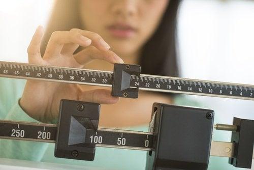 Simptome ale deficitului de vitamina D precum creșterea în greutate