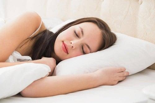 Somn odihnitor pentru îmbunătățirea memoriei pe termen scurt