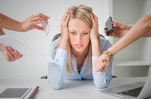 Stresul pe lista de cauze frecvente ale durerilor în piept
