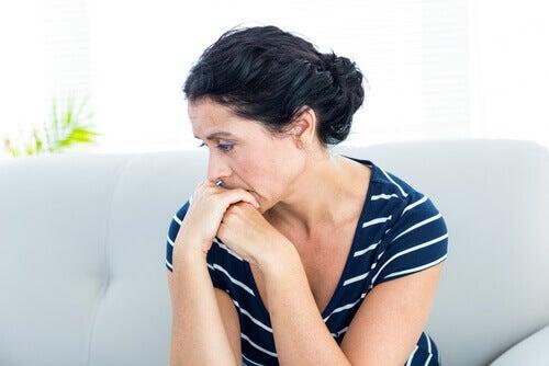Trucuri pentru a face față anxietății ce ne ajută să gândim pozitiv