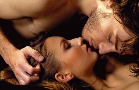 Trucuri pentru a satisface o femeie cum ar fi orgasmul simultan