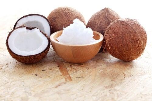 Ulei de cocos în remediu naturist pentru vergeturi