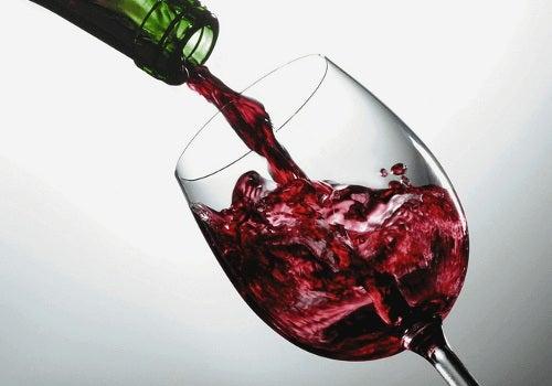 Alimente care îți modifică aspectul feței precum vinul
