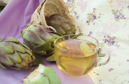 Apa de anghinare pe lista de remedii naturale pentru ficatul gras