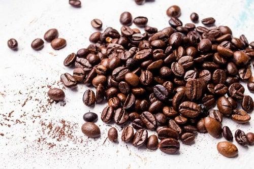 Boabe prăjite pentru măști pe bază de cafea