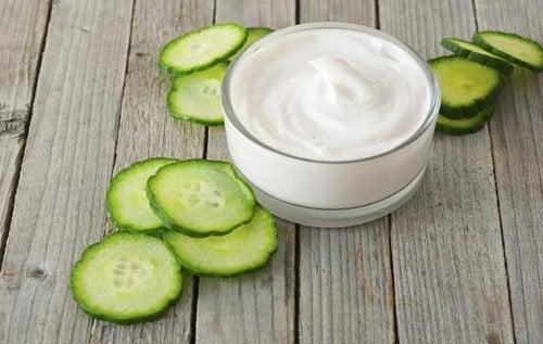 Castravete inclus în remedii naturiste pentru petele de pe față