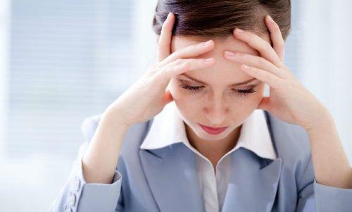 Cauze ale durerilor de cap nocturne ce provoacă mult disconfort