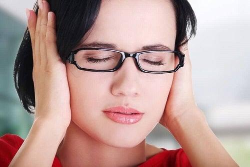 Cauzele țiuitului în urechi ce dau dureri de cap