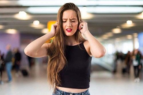 Care sunt cauzele țiuitului în urechi?