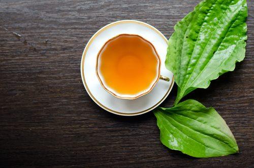 Ceaiuri ca remedii naturiste pentru petele de pe față