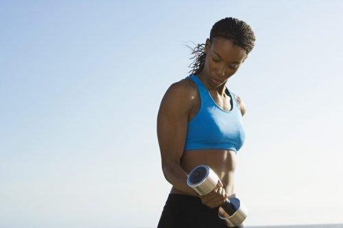 Exerciții fizice pentru tonifierea brațelor care antrenează bicepșii