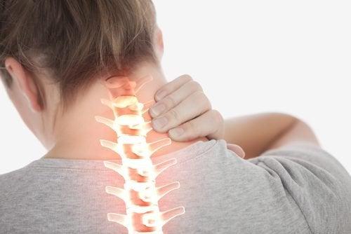 4 exerciții simple pentru a ameliora durerea cervicală