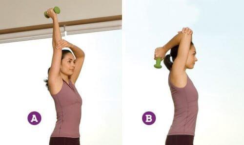 Extensiile tricepșilor pe lista de exerciții fizice pentru tonifierea brațelor