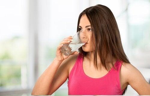 Hidratarea pe lista de tratamente alternative pentru varice