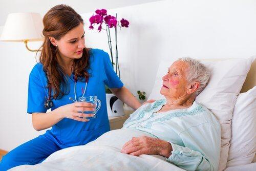 Îmbătrânirea pe lista de cauze posibile ale hipertensiunii arteriale