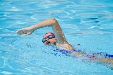 Înotul pentru menținerea în formă după 50 de ani