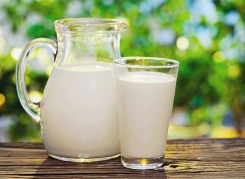 Laptele pe lista de alimente care îți modifică aspectul feței