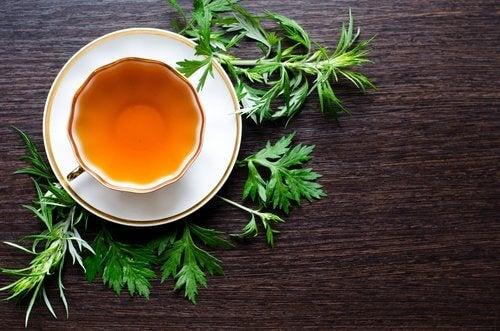 Ceaiul de pelin pe lista de remedii naturale pentru ficatul gras