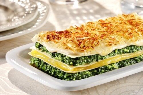 Rețete gustoase cu spanac făcut lasagna