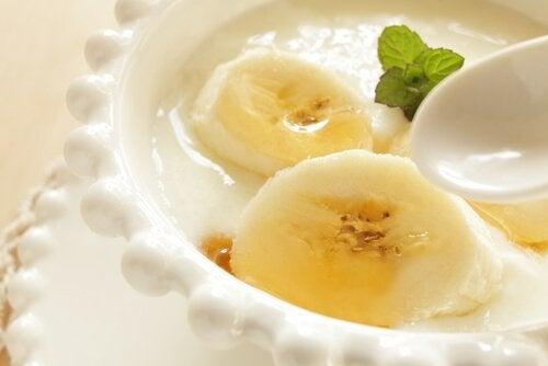 Rețete pentru un mic dejun sănătos cu iaurt vegetal