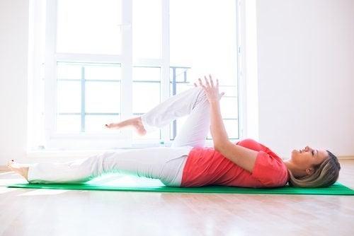 Rutină de exerciții tibetane pentru antrenarea tuturor mușchilor