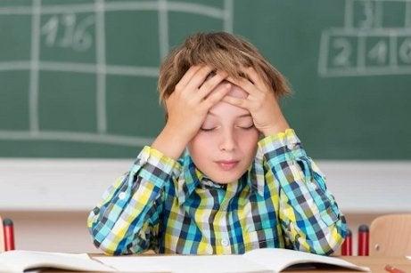 Simptome ale meningitei la copii precum durerile de cap