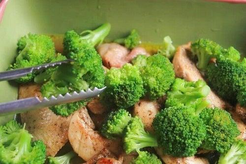 Șuncă în rețete delicioase cu broccoli