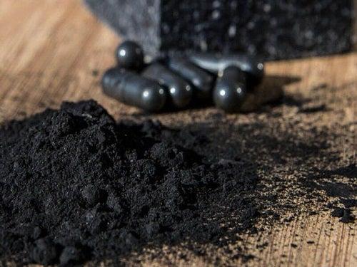 Tratamente naturiste pentru a elimina tartrul pe bază de cărbune