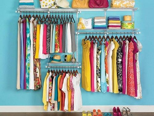 Trucuri pentru a-ți menține casa curată precum ordonarea hainelor
