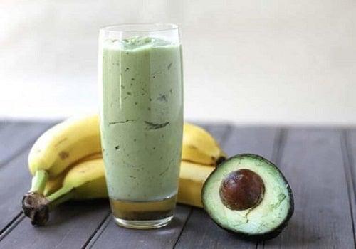 Avocado ca ingredient în băuturi cu ceai verde pentru slăbit
