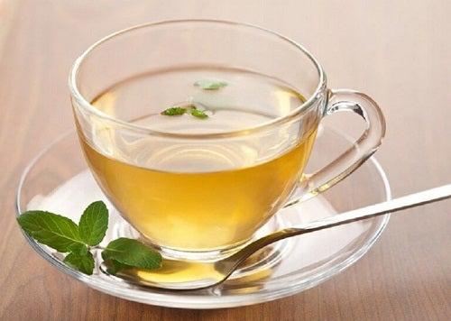 Băuturi cu ceai verde pentru slăbit care conțin lămâie