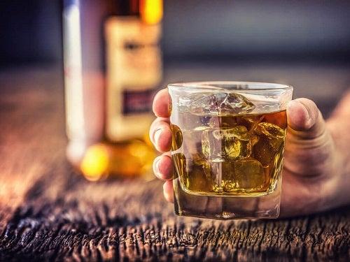 Băuturi care influențează măsurarea corectă a tensiunii arteriale acasă