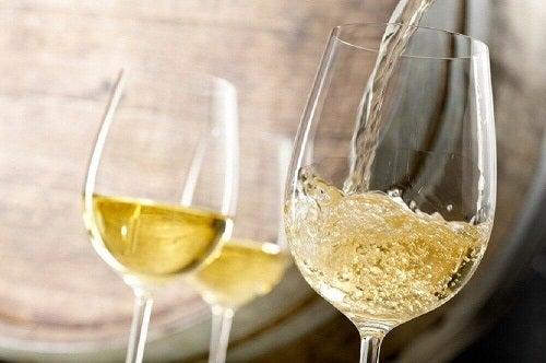Băuturi naturale pentru tratarea anemiei cu vin alb