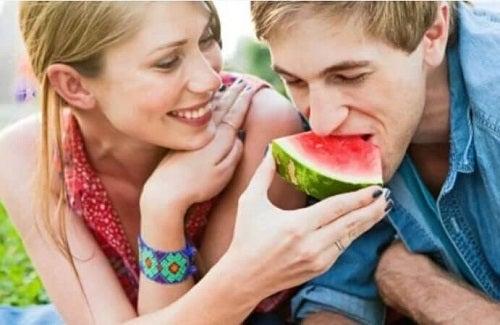 Beneficii uimitoare ale pepenelui verde pentru femei și bărbați