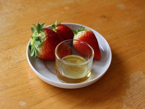 Căpșuni incluse în tratamente cu ulei de măsline pentru piele