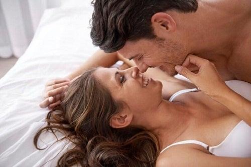 Cum se stimulează sfârcurile unei femei
