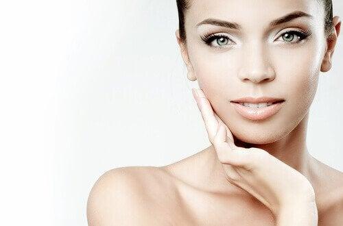 Exerciții pentru subțierea feței care antrenează mușchii faciali