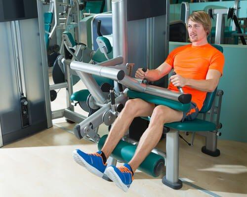 Extensiile pe lista de exerciții pentru întărirea genunchilor