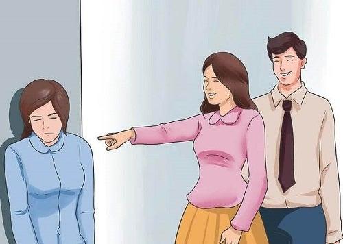 Femeie care nu știe cum se impun limite într-o relație personală