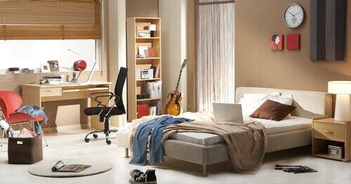 Încăpere ce are nevoie de trucuri pentru o casă mai organizată