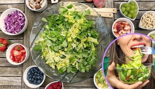 5 salate hrănitoare și ușor de preparat