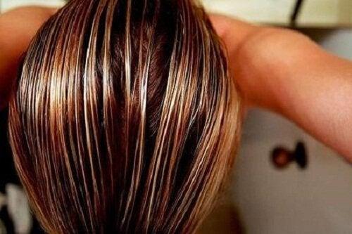 Măști naturale pentru detoxifierea părului gras