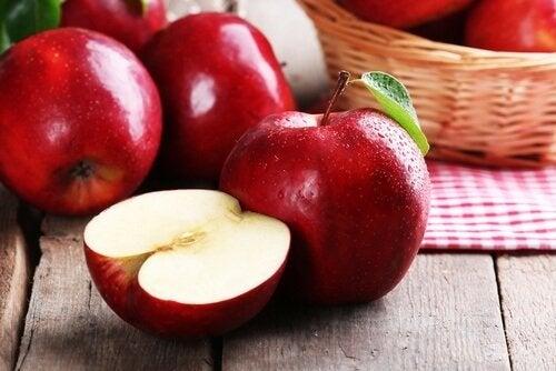 Merele pe lista de fructe care ard grăsimi