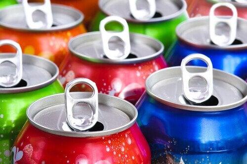 Obiceiuri la fel de nocive ca fumatul precum consumul de băuturi acidulate