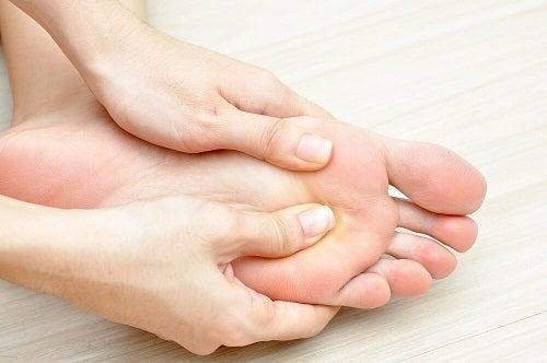 Picior care manifestă simptome inițiale ale diabetului
