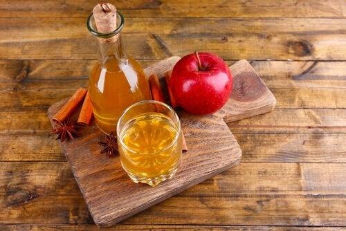 Remedii naturale pentru mirosul vaginal neplăcut precum oțetul de mere