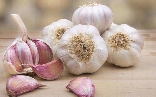 Remedii naturiste pentru hipertensiunea arterială preparate cu usturoi