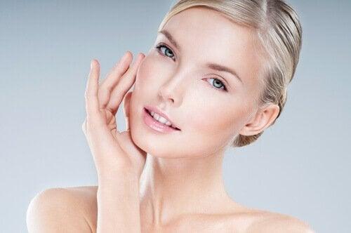 Ridicarea bărbiei pe lista de exerciții pentru subțierea feței