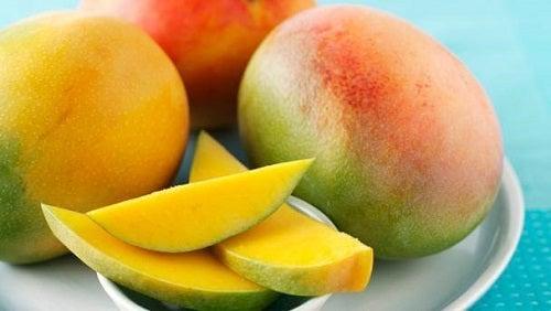 Salate hrănitoare și ușor de preparat cu mango